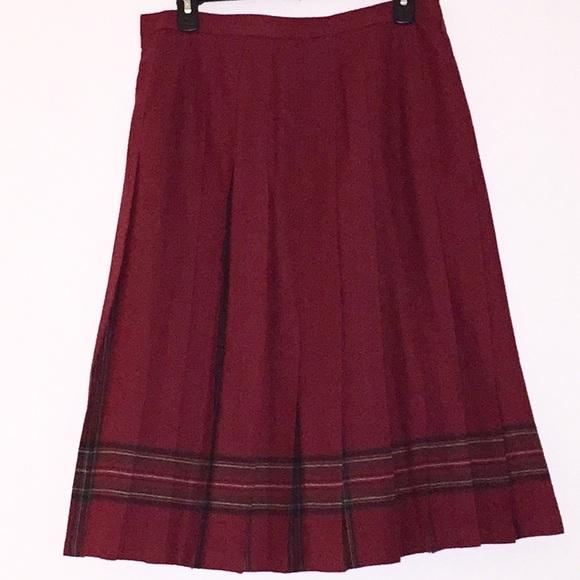 L.L. Bean Dresses & Skirts - L.L. Bean vintage pleated skirt EUC PETITE